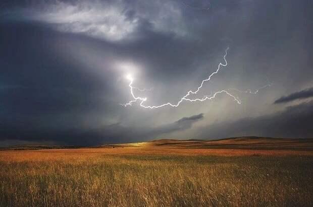 Штормовые предупреждения объявлены в пяти областях Казахстана на 14 мая