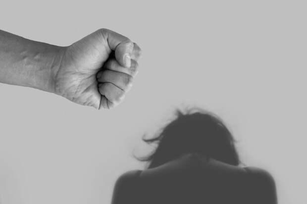 Задержан житель Кирова, разбивший лицо женщине на глазах у ребёнка
