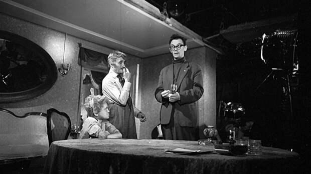 """Леонид Гайдай на съемках комедии по мотивам новелл О""""Генри «Деловые люди» (1962)"""