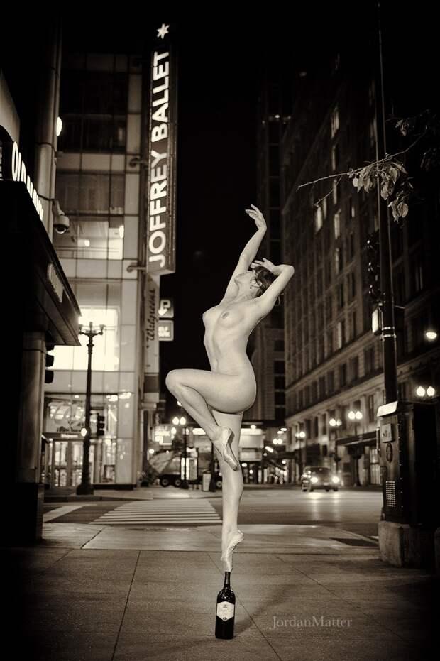 На грани. Обнаженные танцоры на улицах мегаполисов: проект Jordan Matter