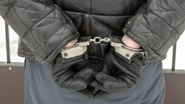 Обвиняемого во взяточничестве следователя СК арестовали в Саратове