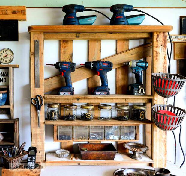 Стеллаж для инструментов. | Фото: Homedit.