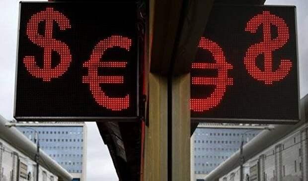 Курс евро усилил рост к доллару