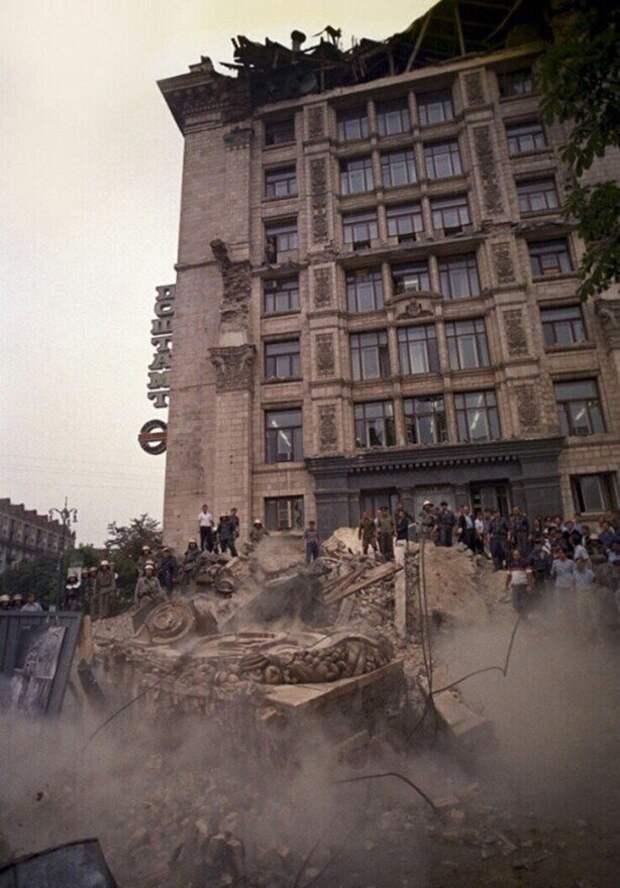 Рухнувший фасад Главпочтамта на Крещатике, 1989 год, Киев