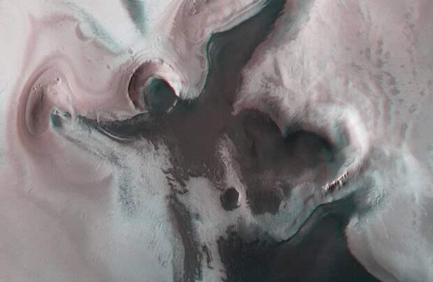 Впадина в виде ангела на Марсе: откуда она там взялась