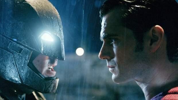 """Стало известно первоначальное название фильма """"Бэтмен против Супермена"""""""