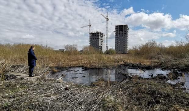 Силовики Тюмени взяли наконтроль разлив мазута вспальном районе