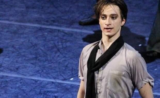 Солист Мариинского театра Давид Залеев введен в кому после падения