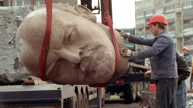 Демонтаж памятника Ленину. Берлин, 1991 год