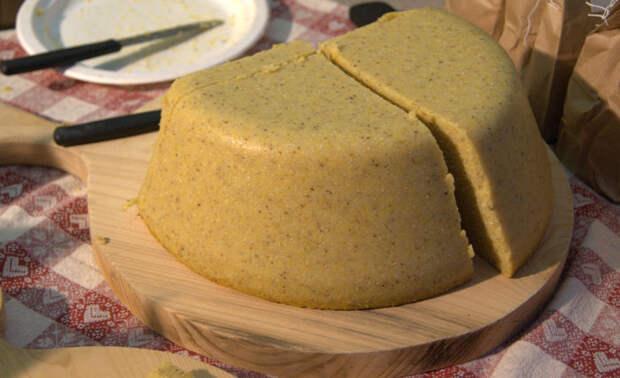Традиционное итальянское блюдо поленто, состоящее из одного компонента. / Фото: wikipedia.org
