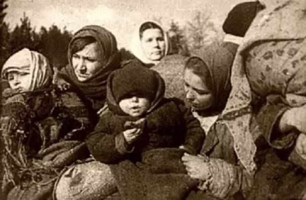 Спасенные дети и работницы детдома