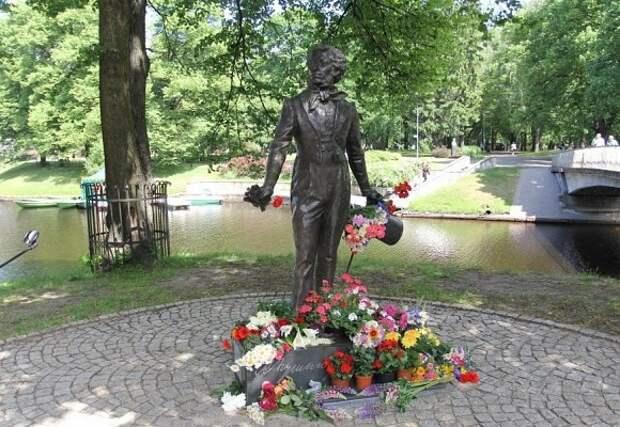 """Почему Пушкин для Латвии - это """"нелепо, смехотворно, унизительно""""?"""