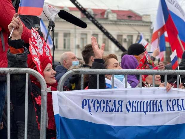 В Симферополе и Севастополе начался концерт в честь седьмой годовщины воссоединения Крыма с Россией. ФОТО