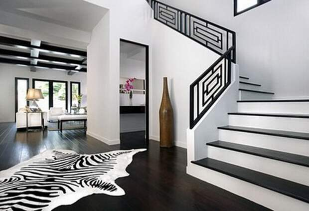 черно-белая межэтажная лестница