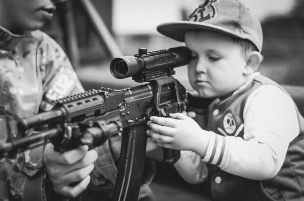 Байден назвал эпидемией насилия ситуацию с распространением оружия в США
