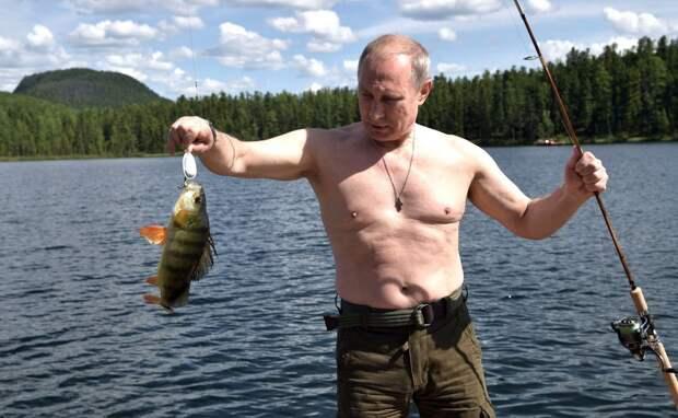 5 необычных подарков, которые дарили Путину