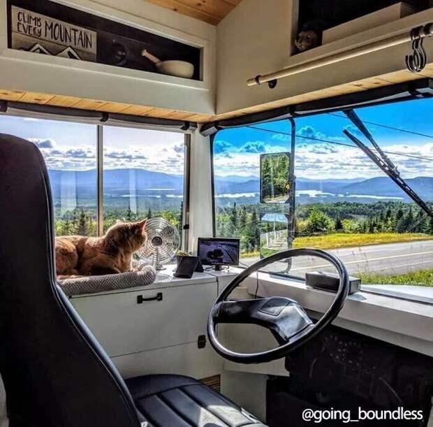 Ребята трансформировали автобус в дом мечты за полтора года