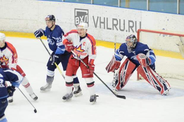 Хоккеисты «Ижстали» в овертайме уступили «Бурану»