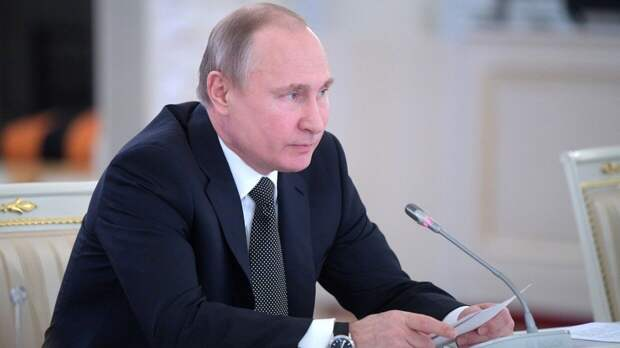 В Кремле объяснили вето Путина на закон о фейках в СМИ