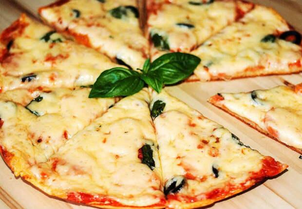 Пицца без теста: готовим на сковороде за 15 минут