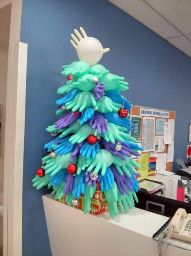 В больницах тоже готовятся к Новому году (21 фото)