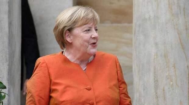Россию обвинили в очернении претендентки на место Меркель - Bloomberg