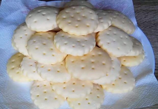 Галетное вкусное печенье: Легкое и нежное
