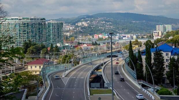 Водители перекрыли трассу в Сочи ради отмены одностороннего движения после ДТП с Собчак