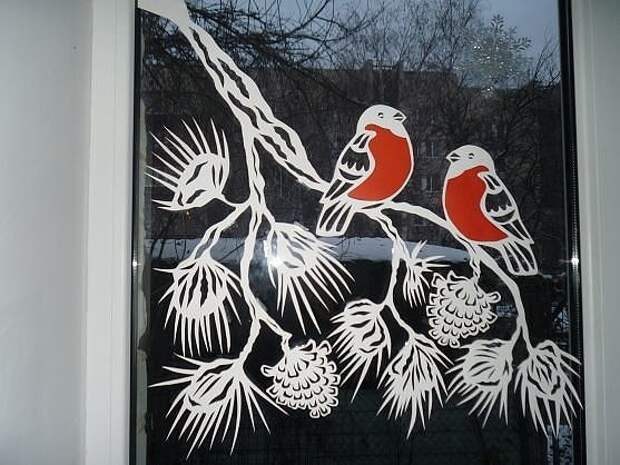 Оригинальный декор окон к Новому году.