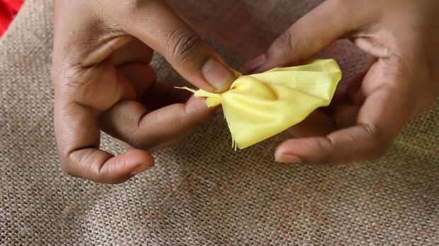 Красивейший коврик из мешковины и остатков ткани