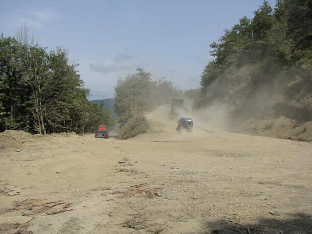 Пыль на Шаумянском перевале/Фото взято из Интернет