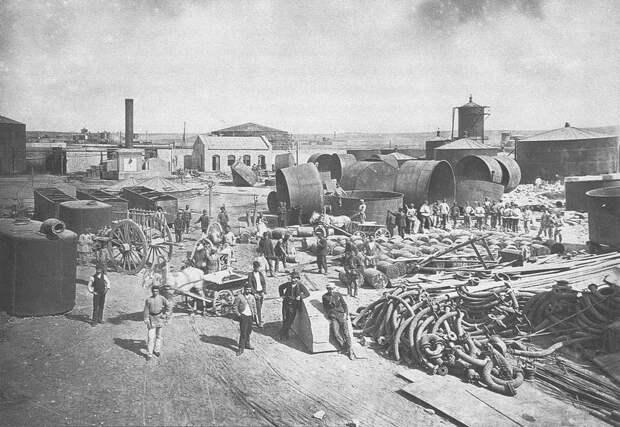 Чаны и мешалки строящегося нефтеперерабатывающего завода. Баку, 1888 г.