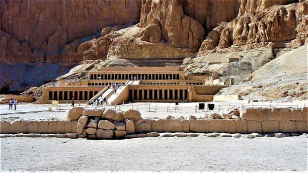 Храм царицы Хатшепсут, расчищен Мариетом