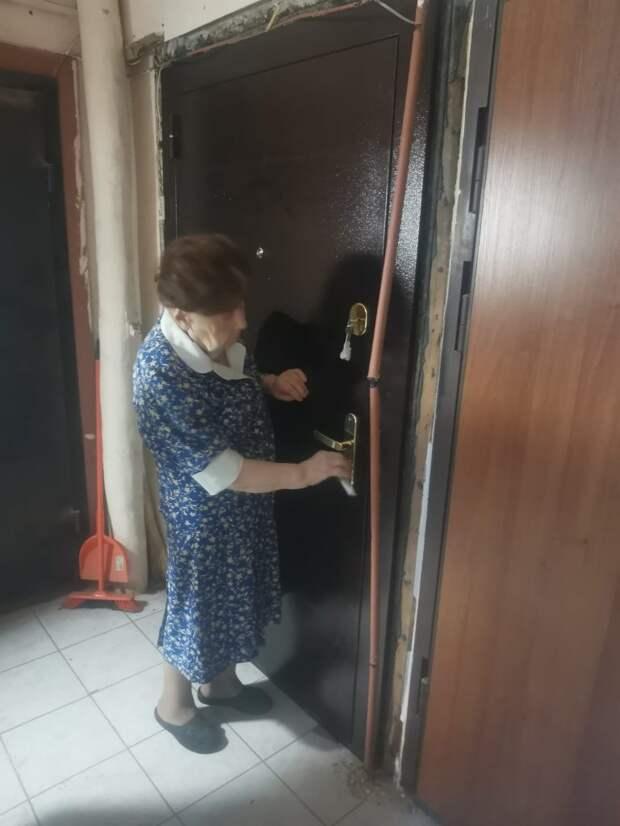 Жители Марьиной рощи купили и установили входную дверь ветерану войны
