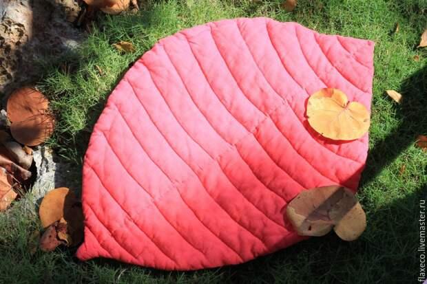 Отличная идея! Коврики и пледы в форме листьев шьются просто