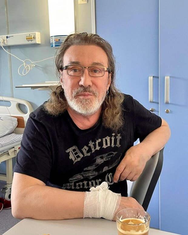 Вакцинированные ранее Буйнов и Кузьмин госпитализированы с коронавирусом