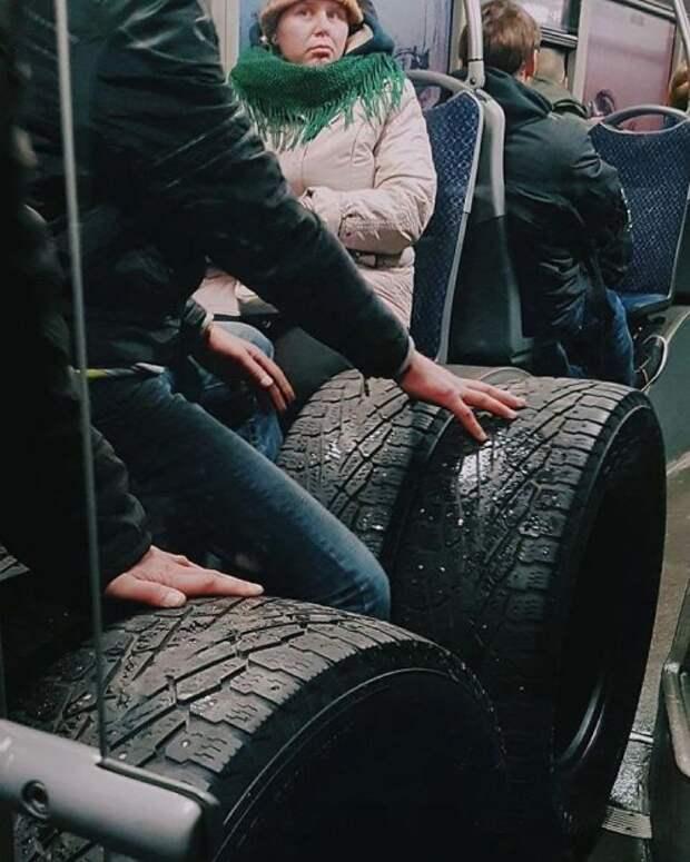 В троллейбусах тоже ездят забавные и необычные пассажиры (32 фото)