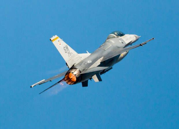 ВВС США задумались о замене истребителей F-16