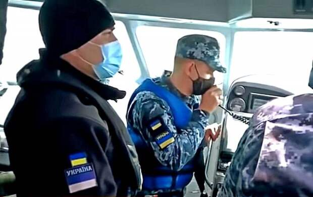 Потому что опасно: украинский военный катер с репортерами США не решился приблизиться к российскому кораблю