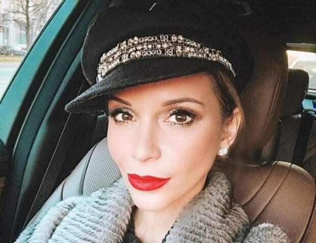 """Ольга Орлова пригрозила баном всем, кто называет ее """"старой"""" и увлеченной пластикой"""