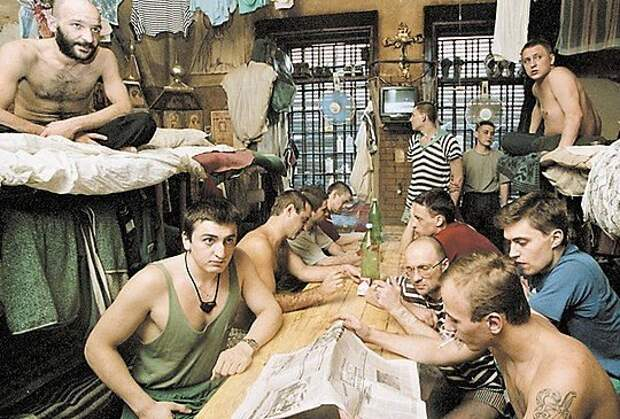 Лихие 90-е : как проверяют на «вшивость» в тюрьме и что такое прописка.