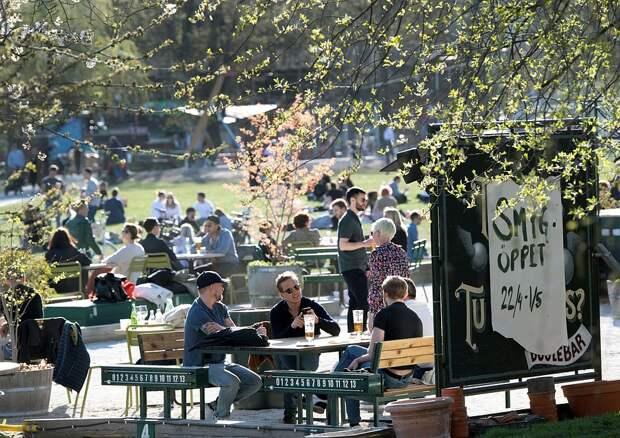 """Весь мир наблюдает за шведским """"экспериментом"""", где решили не закрывать школы и кафе на время пандемии. Фото: REUTERS"""