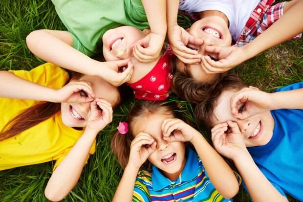 Губернаторы впали в детство: как главы регионов поздравили россиян с Днем защиты детей
