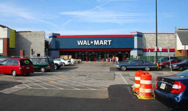 Чистая прибыль Walmart в начале финансового года упала на треть