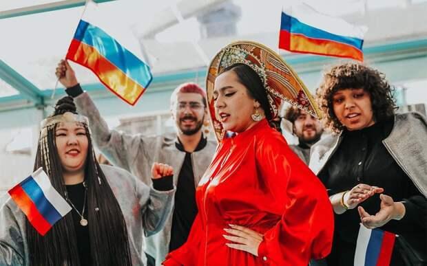 Манижа выступила в заполярном городе Дудинка на открытии международного турнира по керлингу: видео