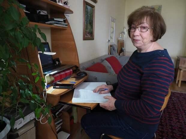 Радистка на пенсии освоила компьютер и учит два языка