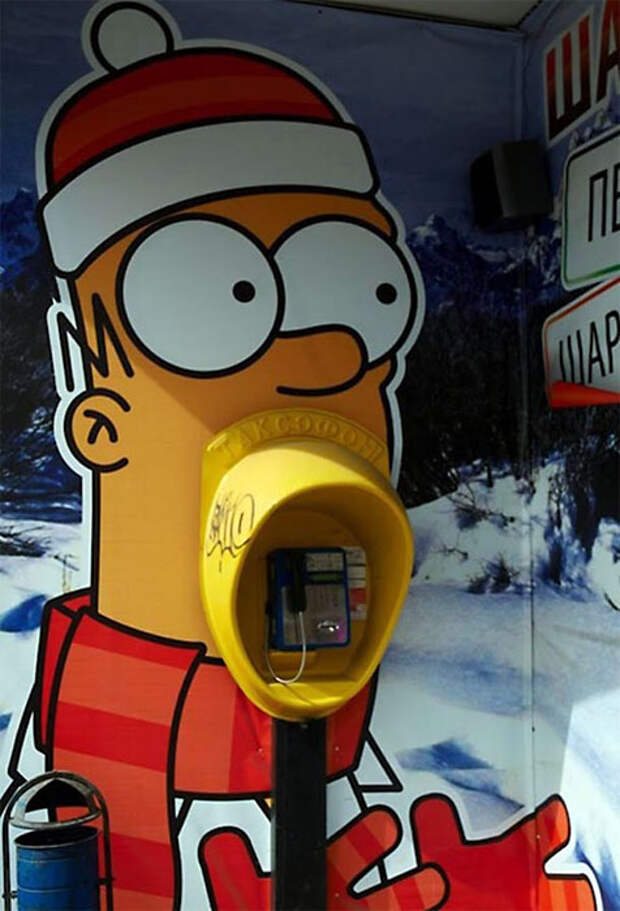 Телефонный Симпсон в стрит-арте из России