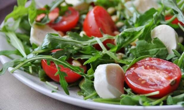 salat-s-rukkoloy.jpg