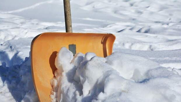 Подходы к церкви в парку «Кузьминки-Люблино» очистили от снега
