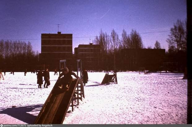 Фото дня: улица Молодцова в середине 80-х годов